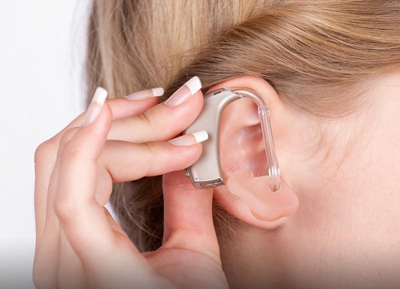 Pielęgnacja aparatów słuchowych